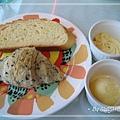 """[skylark] 麵包挑了""""哈斯""""與""""芝麻可頌"""",然後選了""""奶油""""和""""椰子奶醬"""" ...."""