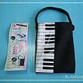 【交響周邊】鋼琴手機袋:迷你版的野田妹鋼琴包,袋子長約10cm、寬約7cm,太瘦小的手機會跌出來....XD