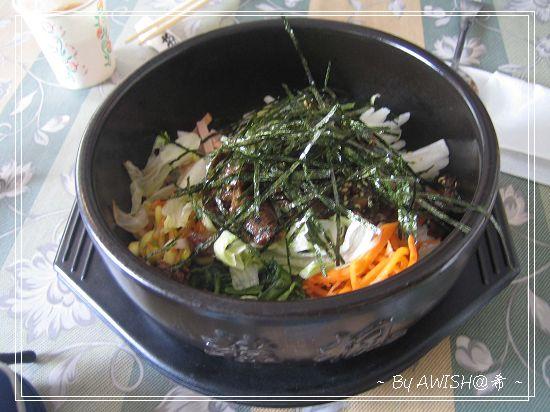 """[韓楓1080] 經典的""""石鍋拌飯"""",原本NT100,現已漲價變成NT125,但還是很好吃!"""