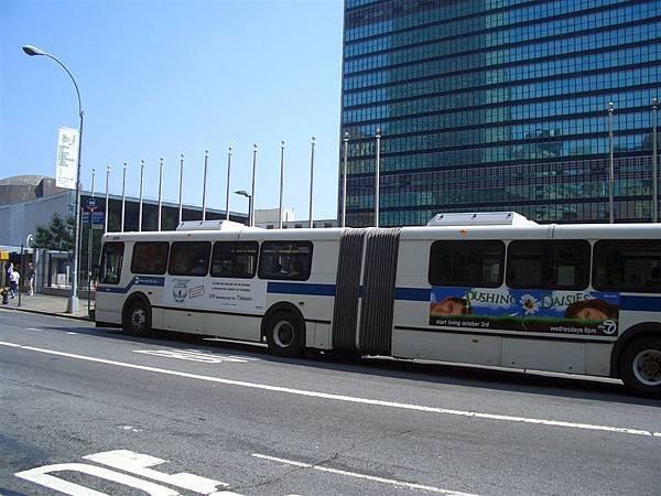 [廣告] 台灣入聯在紐約的廣告-3:公車車體