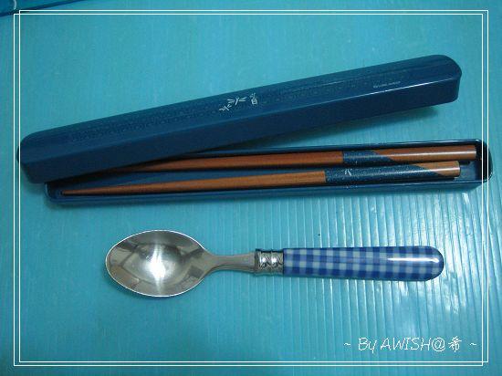 [環保] 這是我的湯匙與筷子,小湯匙長約15.6公分,筷子長約19.5公分,筷盒長約22公分。