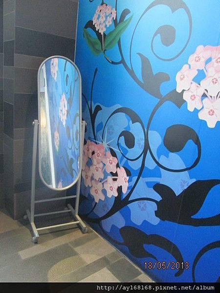 風車 化妝室鏡子