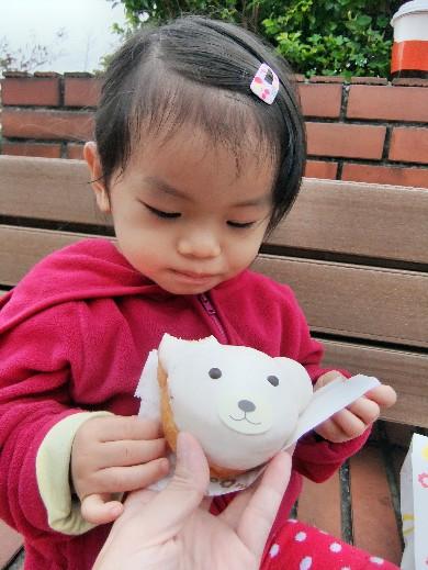 0322-吃白熊甜甜圈03