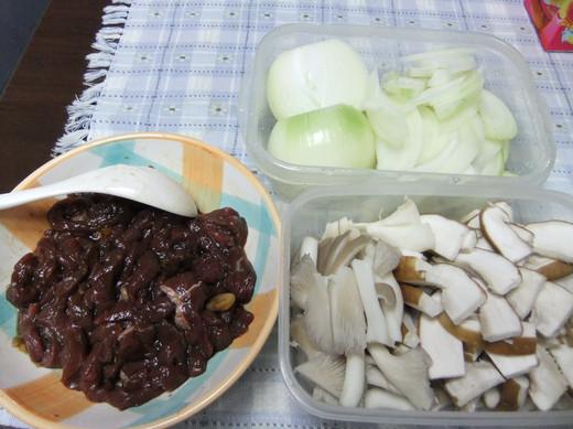 菇菇牛肉飯01
