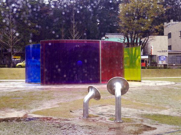 0407 大雨中的金澤21世紀美術館02