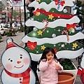 1228 咪寶in歡樂耶誕城14.JPG
