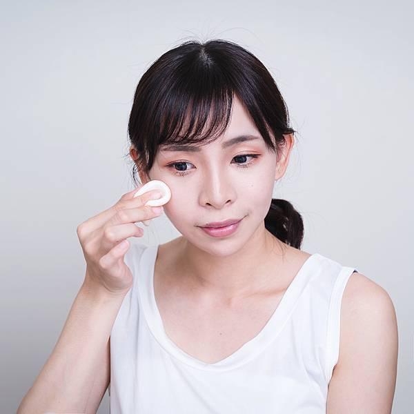 Jenny House光潤無瑕底妝組珠光大理石粉餅5珂荷莉.jpg
