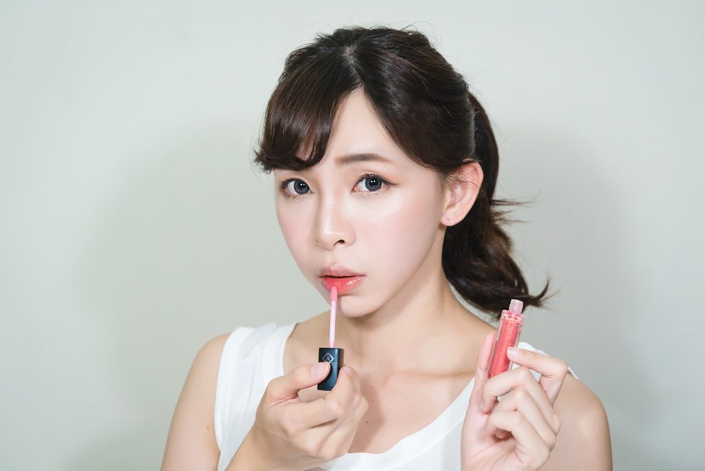 veeeege繽紛閃耀LED唇蜜組 珂荷莉 時尚橙2 blog.jpg