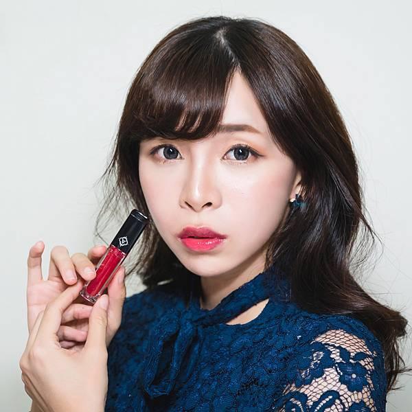 veeeege繽紛閃耀LED唇蜜組 珂荷莉 魅力紅forblog2 .jpg
