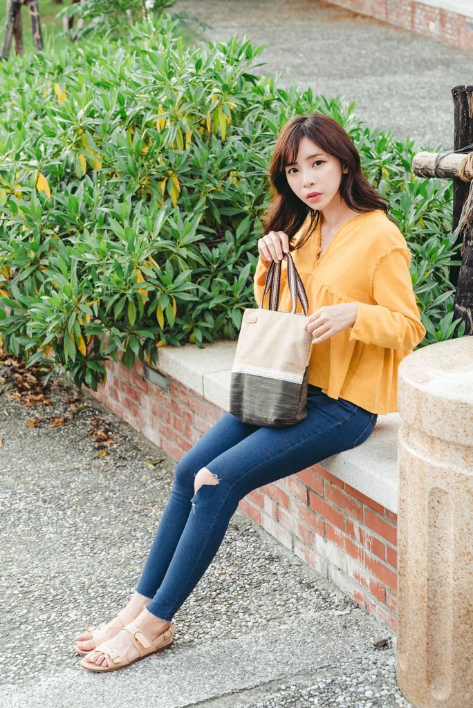 EIQ日系質感系列 純手工環保材質磁扣手提包 哎喔購物網 珂荷莉5.jpg
