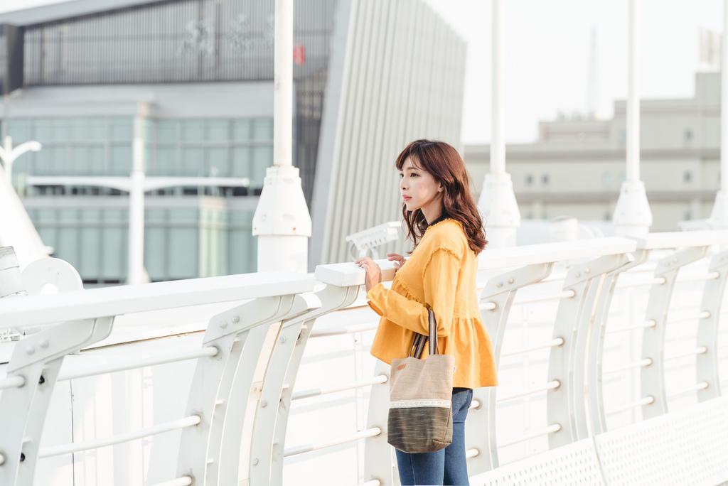 EIQ日系質感系列 純手工環保材質磁扣手提包 哎喔購物網 珂荷莉 2\.jpg