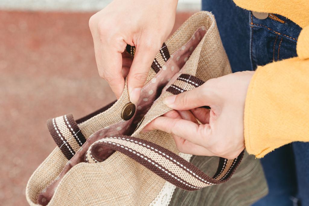 EIQ日系質感系列 純手工環保材質磁扣手提包 哎喔購物網 珂荷莉 13 blog.jpg