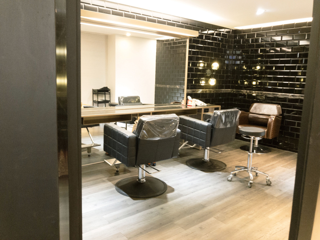 GENIC101 hair salon2.jpg