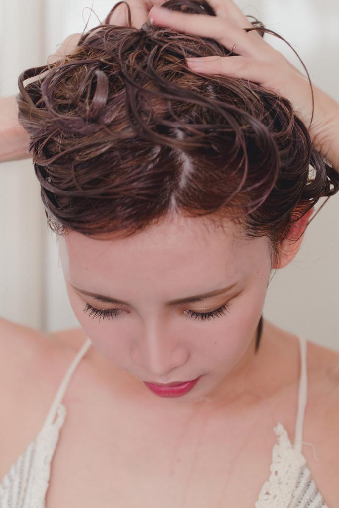 herbal care 洋甘菊護色植萃調理洗髮露2 珂荷莉.jpg