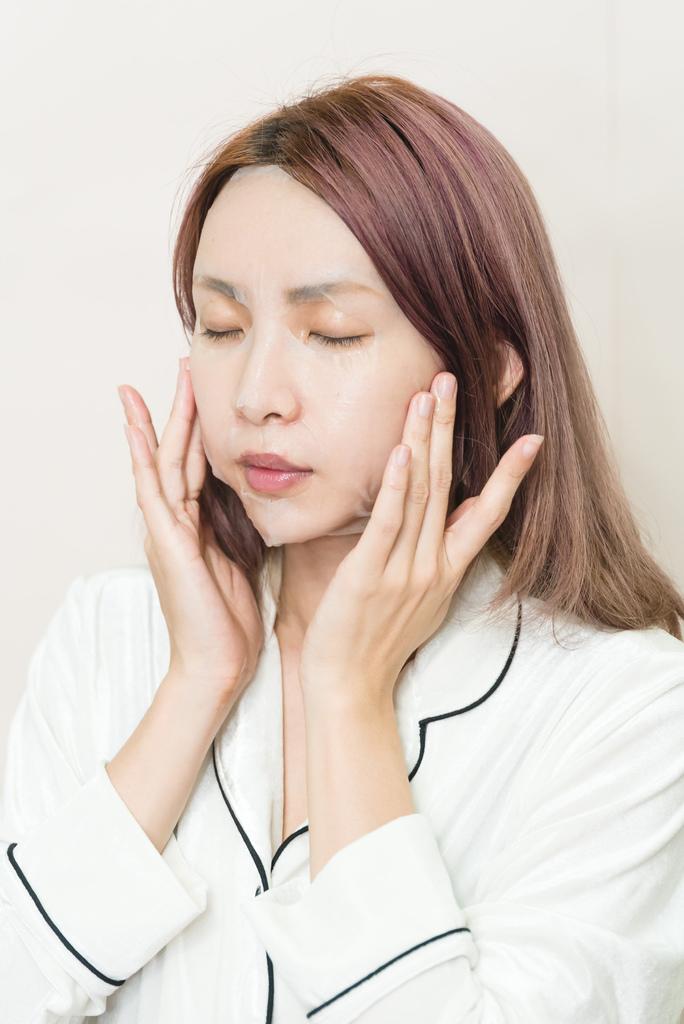 森田藥粧 六重玻尿酸深層透白面膜5 珂荷莉.jpg