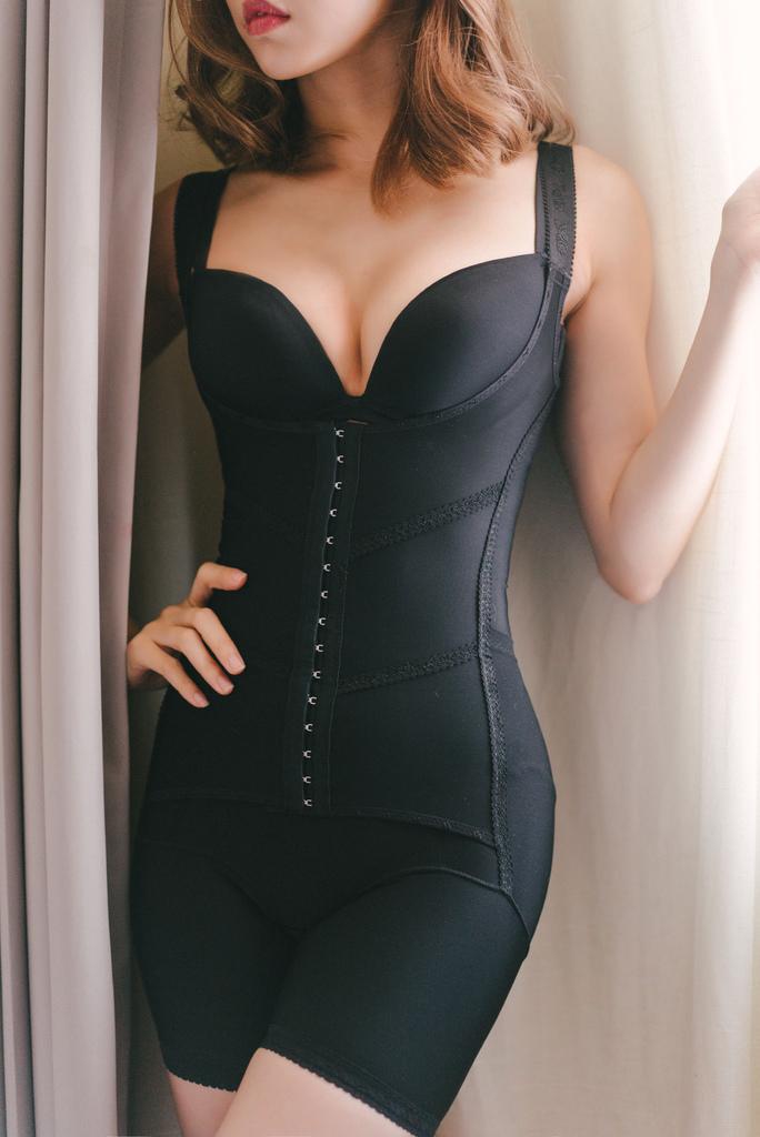 優蕾蒂後脫式排扣塑身衣 珂荷莉3.jpg