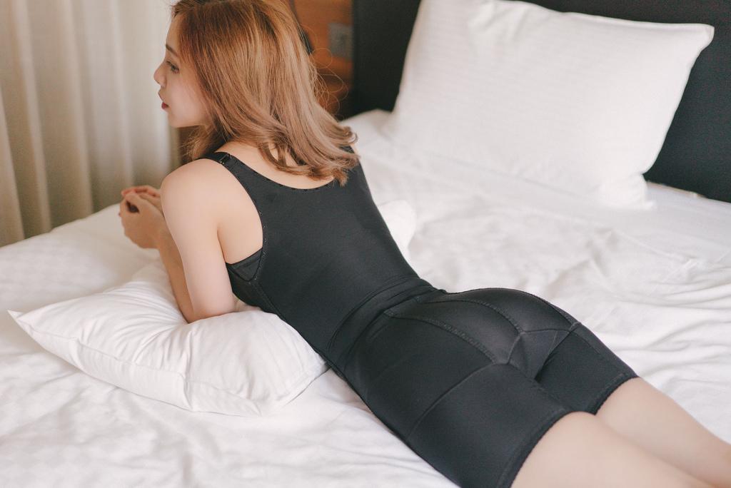 優蕾蒂後脫式排扣塑身衣 珂荷莉2.jpg