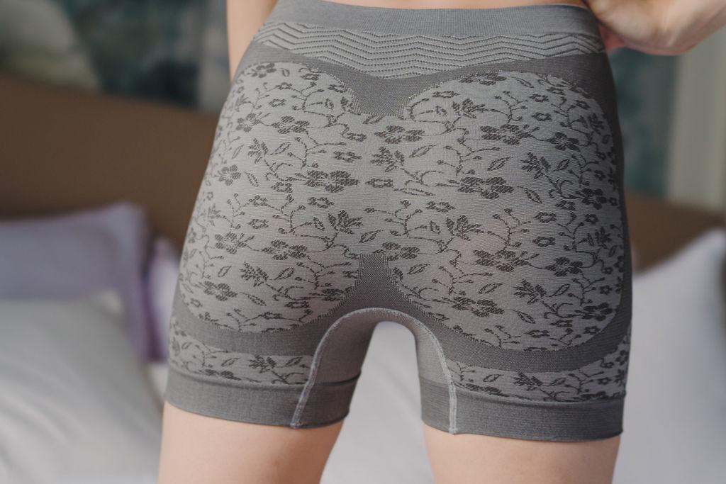 GIAT台灣製竹炭銀纖維抗菌機能無縫提臀內褲18.jpg