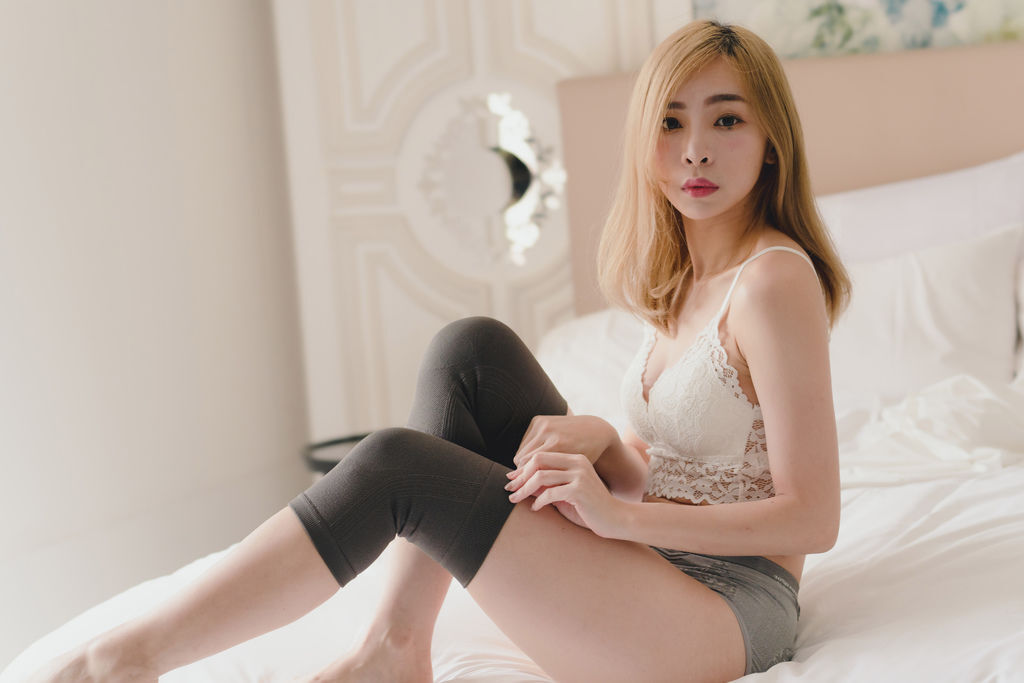 GIAT台灣製竹炭銀纖維抗菌機能無縫提臀內褲22.jpg
