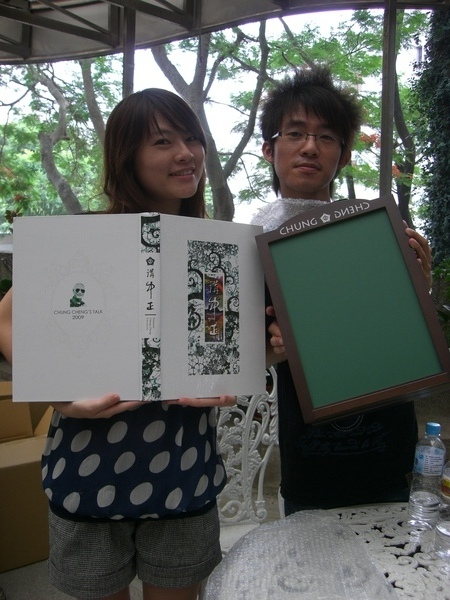 畢業冊展示  畢冊還有黑板木箱1250摳不是蓋的