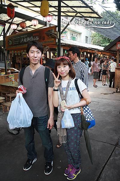 台南小吃逛老街。
