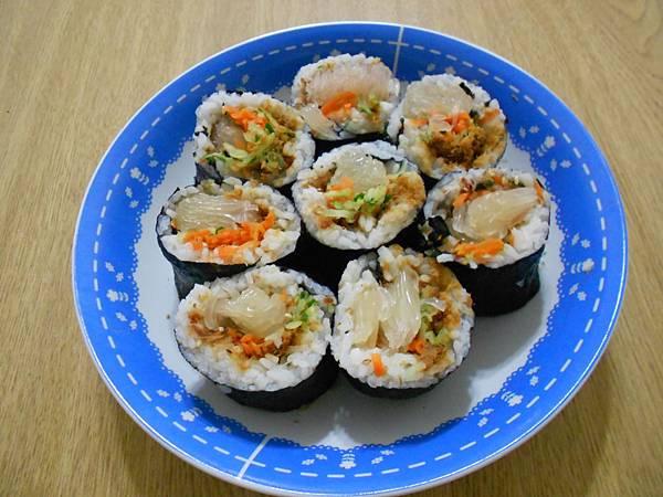 不一樣的壽司.. 加入柚子果肉的壽司