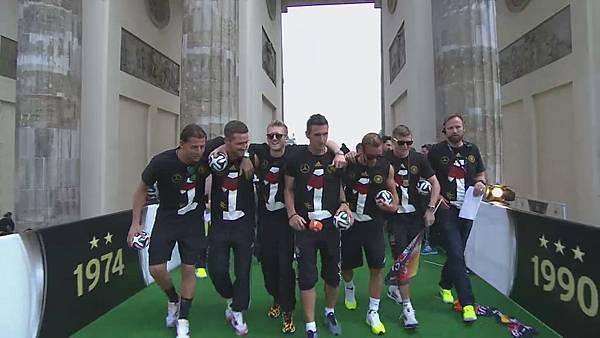 Ankunft und Empfang der Nationalmannschaft[00-07-21].JPG