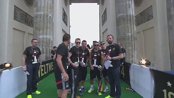 Ankunft und Empfang der Nationalmannschaft[00-06-40].JPG