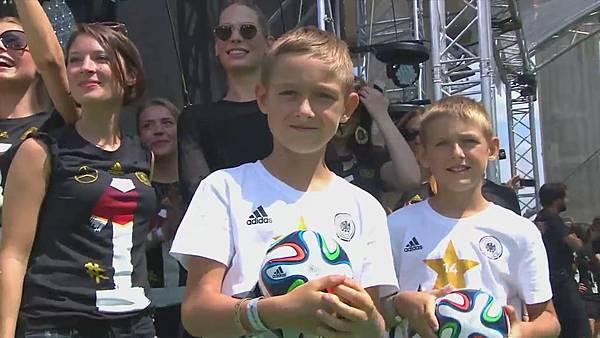 Ankunft und Empfang der Nationalmannschaft[00-08-09].JPG