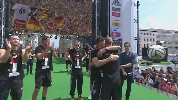 Ankunft und Empfang der Nationalmannschaft[00-10-44].JPG