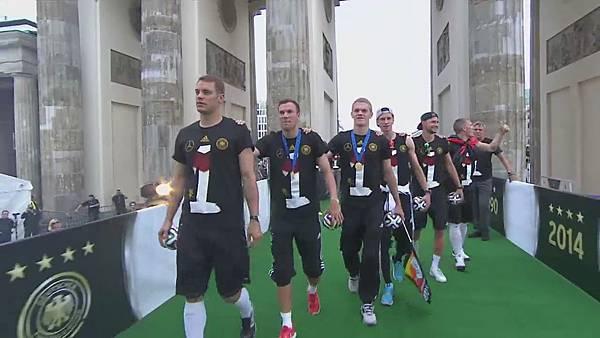 Ankunft und Empfang der Nationalmannschaft[00-50-35].JPG