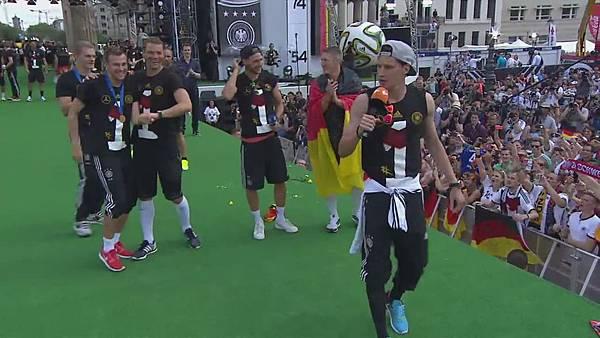 Ankunft und Empfang der Nationalmannschaft[00-52-35].JPG