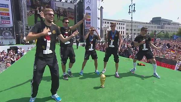 Ankunft und Empfang der Nationalmannschaft[01-09-47].JPG