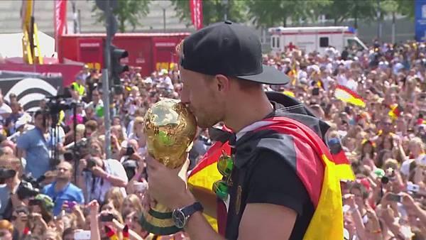 Ankunft und Empfang der Nationalmannschaft[01-28-36].JPG