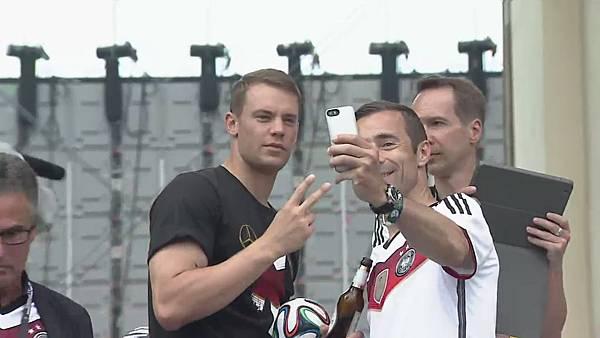 Ankunft und Empfang der Nationalmannschaft[23-03-23].JPG