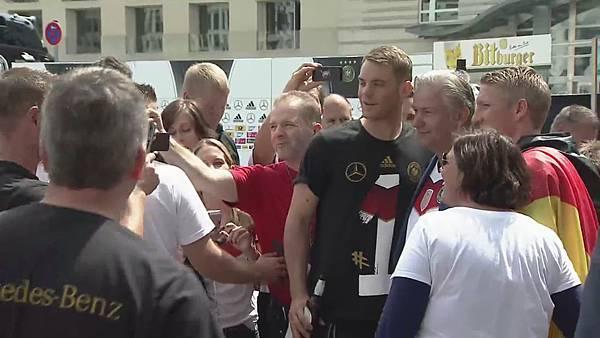 Ankunft und Empfang der Nationalmannschaft[23-20-14].JPG