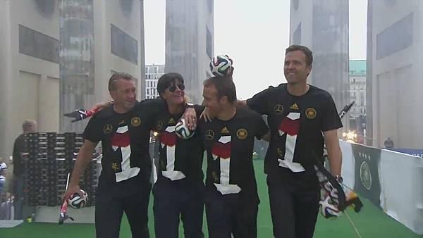 Ankunft und Empfang der Nationalmannschaft[23-55-00].JPG
