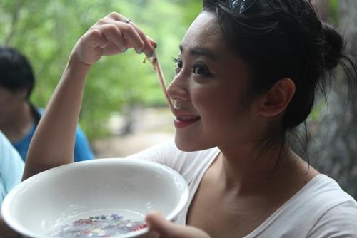 菲律賓巴拉望吃樹蟲