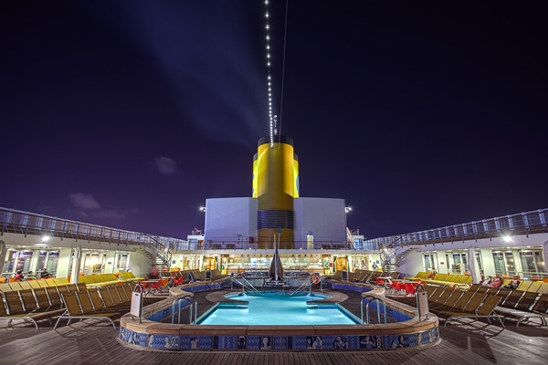 圖11-Pool Deck (Night).jpg