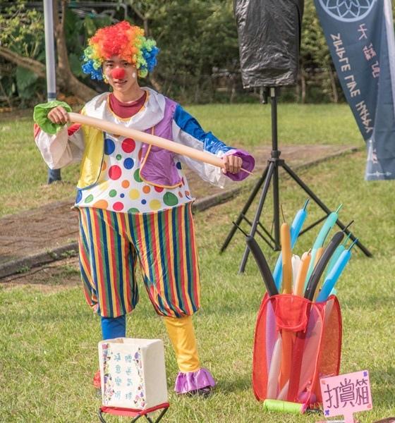 小丑氣球秀,讓現場歡笑聲不斷-3000.jpg