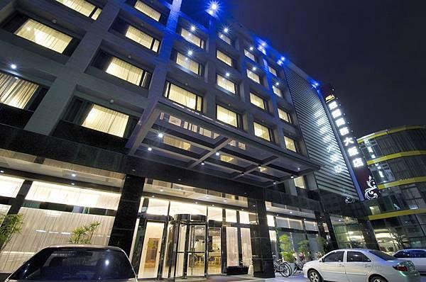 飯店外觀夜-4.jpg