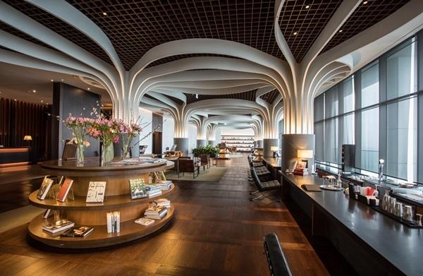 Hilton 1 MCQUEEN'S LOUNGE09.JPG