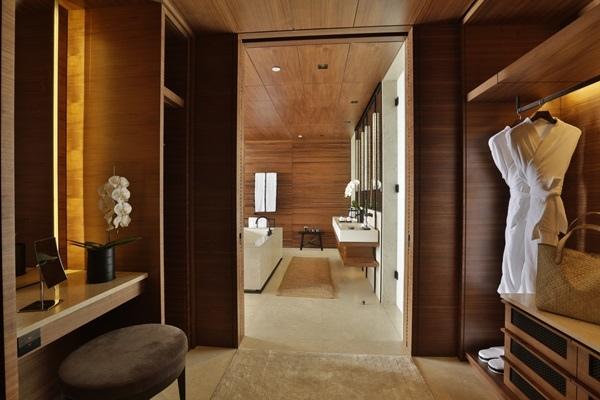 5  Walk-in closet.jpg