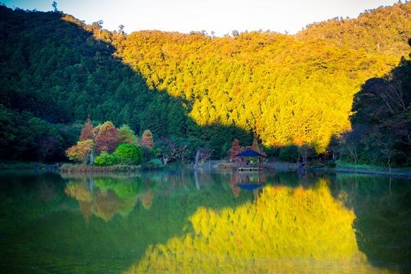 明池秋季湖上景色.jpg