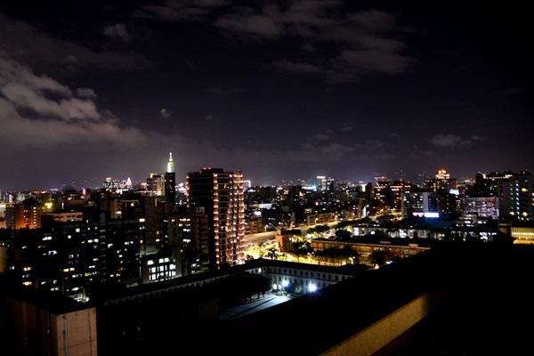 R樓夜景.JPG