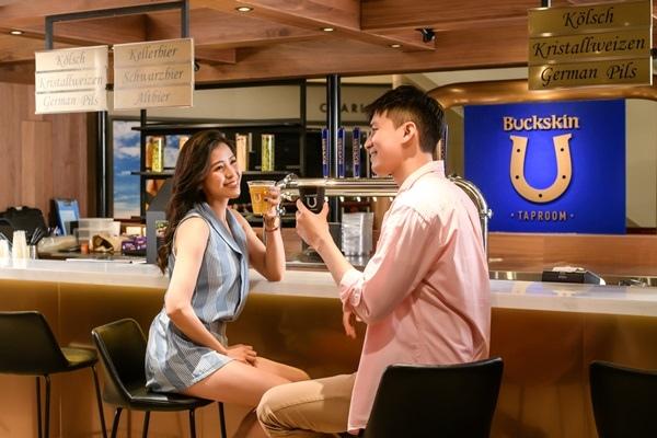 位於台北101的「Buckskin Taproom柏克金啤酒吧」成為都會男女輕鬆小酌的新據點_大檔.jpg