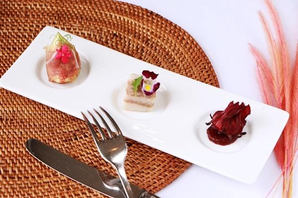 沙拉開胃菜:油封綿羊豬、無花果、生火腿、太麻里洛神.JPG