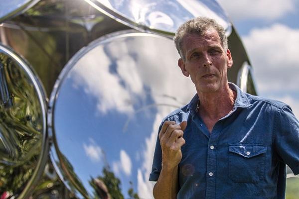 英國藝術家貝馬丁的作品《 生命的反思 》,希望能引起人們對於大坡池跟周邊環境的關注,能夠看到自己和其他觀者的反映,並反思自己在自然中的角色.jpg
