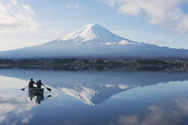 HOSHINOYA Fuji Activity Morning Canoe.jpg