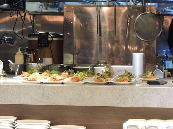 料理區的餐點.JPG